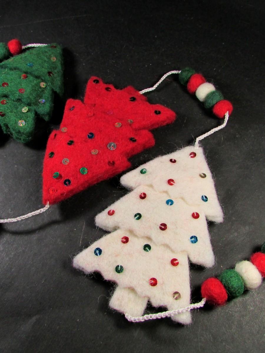 Felt pom pom Ball Christmas tree bell wall door ring hanging string Garland - F149